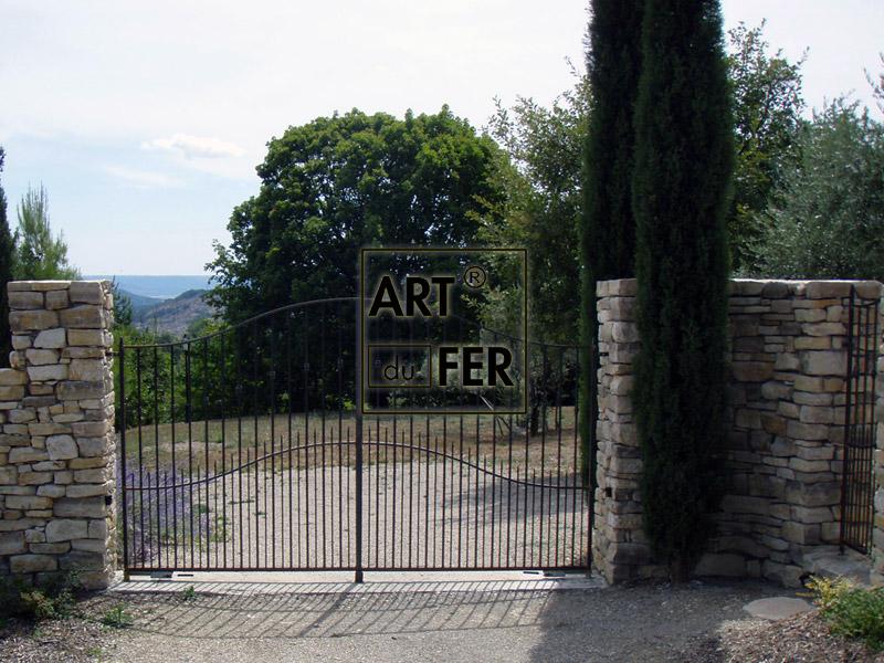 portail-fer-forge-contemporain